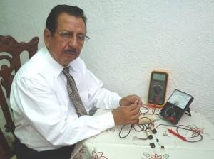 Administrador de Empresas y Técnico en Electricidad Industrial